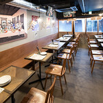肉酒場Grill-Griller-Grillest - 店舗中央から奥 テーブル