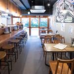 肉酒場Grill-Griller-Grillest - 店舗中央から入口方面 カウンター&テーブル