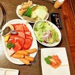 焼肉ぷるこぎ - 牛タン、四万十鶏、ウインナー、野菜盛り、サラダ♡