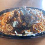 喫茶シャトウ - 料理写真:ハンバーグナポリタン ミニサラダとご飯とお味噌汁付き 税込¥1,070。