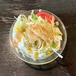 ミヨシ - 魚介とスクランブルエッグのスパゲッティー ¥980 に付くサラダ