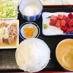 ひたすな - マグロ・もつ煮:880円