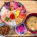125021502 - 魚盛海鮮丼(大盛) 950円(大盛=同一価格)