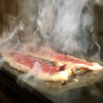 和牛焼肉食べ放題 肉屋の台所 - すき焼き風で食べる薄焼きカルビ