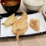 天ぷら北里 - キス、豚肉、白身魚の天ぷら
