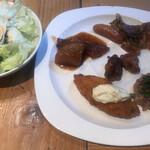 ROYAL Mirai Dining - 朝食ビュッフェ1600円(税込み)。生野菜、牛すじ煮込み、ウインナー、ホイコーロ、鶏肉の甘酢ソース、漬けマグロ、白身魚のフライ。定番、日替わりともに、とても美味しくいただきました(╹◡╹)