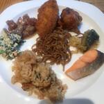 ROYAL Mirai Dining - 朝食ビュッフェ1600円(税込み)。色々。ビュッフェでは、炭水化物を摂取し過ぎないよう、気をつけているのですが。。。気をつけます(笑)