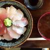 まぐろや 柳橋 - 料理写真:選べる「三色丼」@1000+「大盛り」@100(税込)   赤だしあら汁付き