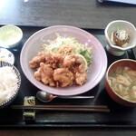 なすび - 料理写真:鶏の唐揚げ定食@900