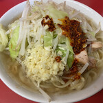 ラーメン二郎 - 小ラーメン(ニンニク・ラー油)