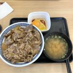 吉野家 - 料理写真:牛丼大盛り、452円税別。味噌汁と玉子は、当然付けます。両方とも、単品だと65円税別。