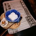 12505636 - 砂糖&ミルク:トレイに敷かれた新聞