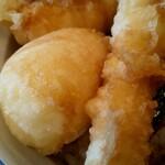 さん天 - 天ぷら左上から、竹輪に玉子にチーズ