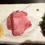 遊食亭 ばり博多 - 刺/さしみ(牛) 盛り合わせ