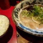 らあ麺と餃子のお店 たか和 - こく旨らぁ麺にご飯(並)