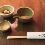三城 - まずは冷やとアミタケの煮浸しこの時季旬の味覚です