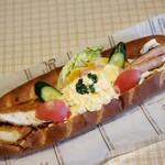 フォーンドール - 料理写真:ギガドッグの一回り小さいパン