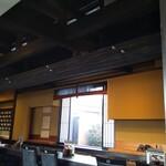 珈琲屋らんぷ - 外観蔵屋敷風で、内部は梁がむき出しで古民家風
