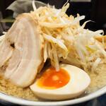 麺五郎 - こってり背油ラーメン+もやしトッピング