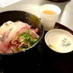 フィッシュマーケット - 料理写真:海鮮丼上 980円+税