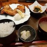 大阪炉端キッチンMARUDA-I - 銀鮭の厚切りこうじ焼き定食