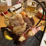 125097894 - 2020年2月。姫串焼き5種盛り合わせ980円。おもちとベーコン巻、帆立貝とミニトマト串、牛タン串、海老と獅子唐串、豚バラと玉ねぎ串。