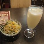 サウガット - ランチセットのサラダとラッシー