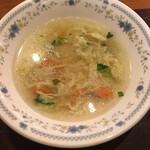 レストラン十勝 - スープは目の前でよそってくれます。