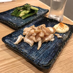本田商店 - ・鶏あたりめ(センベロでチョイス) ・たたききゅうり(センベロでチョイス)