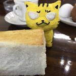 ラ・マルセイユ - 料理写真:なんじゃ!このトーストの厚みは
