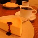 カフェブーサン - チーズケーキとブレンドコーヒー
