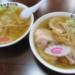 青竹手打ち麺 藤谷 - 料理写真:手前が・・チャーシューメン。