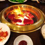 炭火焼肉 備 - 料理写真:最初火が強すぎました