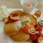 マウナケア - ストロベリーパンケーキセット2650円