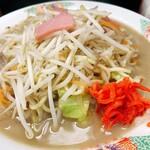 一心亭 - 料理写真:長崎ちゃんぽん(並)※紅生姜はカウンターに備え付けてありました