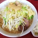 ラーメン二郎 - 料理写真:ラーメン+白いカレー(ニンニクアブラ)770+10円