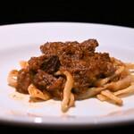 125142274 - 黒毛和牛の赤ワイン煮込み プラザート