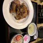福満楼 - 豚の肩ロースの中華風醤油焼き丼