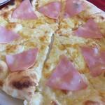 トスカーナ - ピッツァ(モルタデッラハムとチーズ)