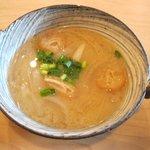カフェ ソラノキ - 新玉ネギの味噌汁(オーガニックランチ)