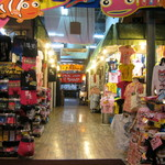 Ramenchanya - Tシャツ屋さんの奥にお店があります。