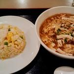 125170968 - 今月の満足セット(半・酸辣湯麺と半・エビチャーハン)