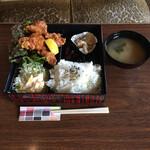 喫茶翡翠 - からあげ定食 ¥860