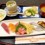 魚もん屋 - 料理写真:2019年9月 にぎり寿司定食【デザート、コーヒー付で1500円】