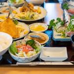 磯料理マルゴ - 2020.2 黄金定食(1,650円)アジたたき、フライ、サラダ、小鉢