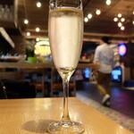 SENGDEE TERRACE - スパークリングワイン(グラス500円)
