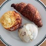 ブレッドランド ナチュール - 料理写真:レモンミルクマフィン、クロワッサン、ラムレーズンクリームチーズサンド