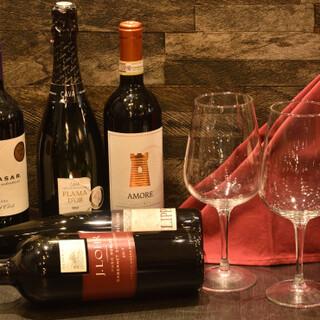 お好みの一杯で乾杯♪自然派ワインを種類豊富に品揃えております