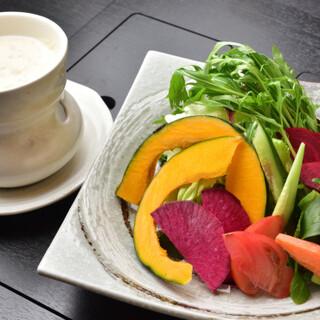 土壌の香りと旨みを強く感じられる新鮮野菜