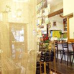 cafeロジウラのマタハリ春光乍洩 - 店内はこんな感じ。